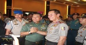 Kapolri Jenderal Sutarman bersama dengan Panglima Jenderal Moeldoko.foto potretkepri.com {am}