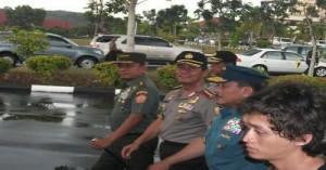Panglima TNI Jenderal Moeldoko bersama dengan Kapolri Jenderal Sutarman