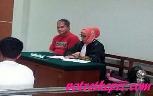 SIDANG-terdakwa sabu seberat 1.170 gram,mengikuti sidang di PN Batam,kemarin. foto (potretkepri.com)
