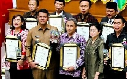 Bupati Bintan Terima Penghargaan Swasti Saba Wiwerda Dari Menteri Kesehatan RI