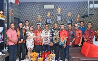 Wali Kota Tanjungpinang Bersama Sekda dan OPD Kunjungi Tokoh Tionghoa di Tahun Baru Imlek