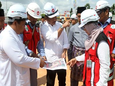 Walikota Batam H M Rudi saat meninjau Pembagunan Masjid Agung di Batuaji