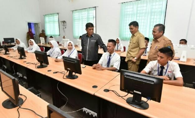 Wakil Bupati Bintan Semangati Peserta UNBK Tingkat SMP
