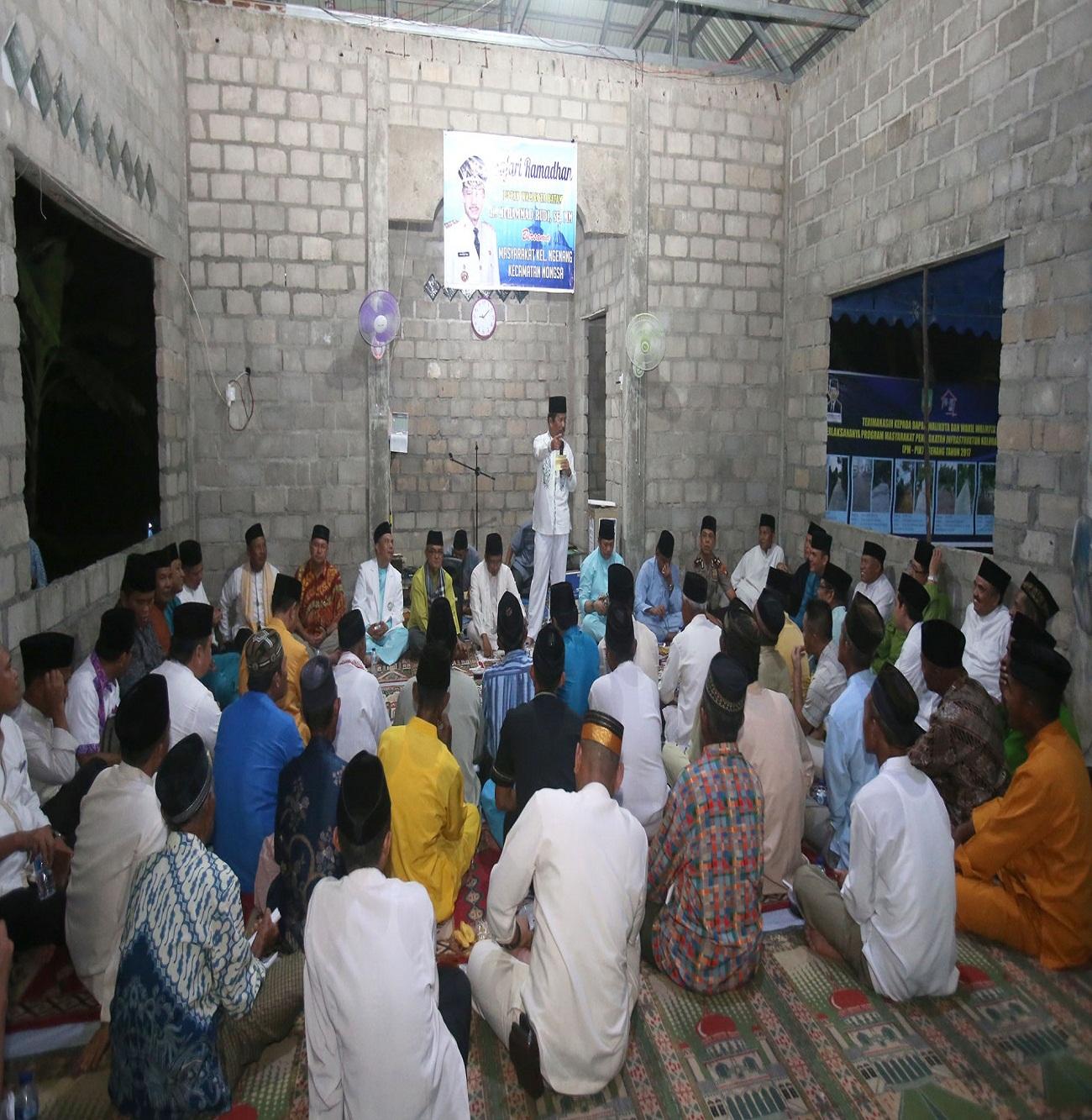 Walikota Batam H Muhammad Rudi memberikan sambutan pada Safari Ramadhan di Mushola Al Hidayah Pulau Ngenang Kecamatan Nongsa