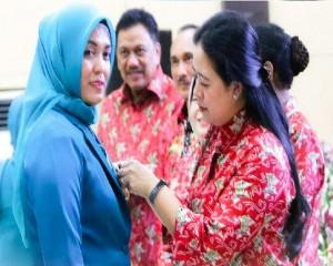 Ide Program Pemeriksaan IVA dan Kanker Payudara Gratis , Debby Terima Lencana Manggala Karya Kencana 2018
