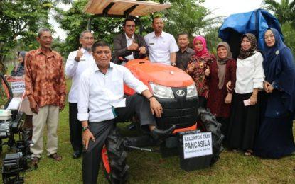 Bantuan untuk Kelompok Petani, Diserahkan Bupati Bintan