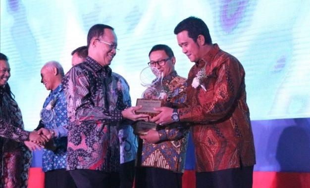Penghargaan Ki Hajar Award 2018 , di Terima Bupati Bintan