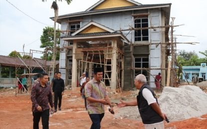 Direnovasi , Kantor Kelurahan Kijang Kota di Tinjau Bupati Bintan