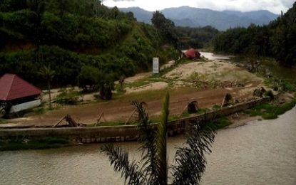 Tapian Sirisiri Berada di Pinggiran Sungai Batang Gadis