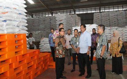Gubernur Sidak ke Gudang Bulog , Tinjau Stok Beras