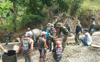 TNI Merakyat, Warga Trenggalek pun Senang