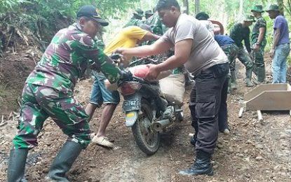 TNI-Polri Bersinergi Tuntaskan TMMD ke-105 Trenggalek