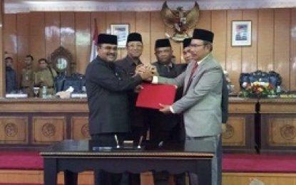 Bupati Karimun Hadiri Pelantikan Ketua DPRD Karimun M Yusuf Sirat