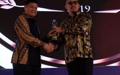 "Pimpinan PT SGI Mendapat Penghargaan "" The Best Fastest Growing Company ""  Ini Penjelasannya"