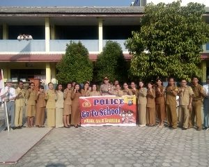 Police To School SMA Santo Yusuf Polsek Balai Karimun Dalam Rangka Gerak Sejuta Pohon