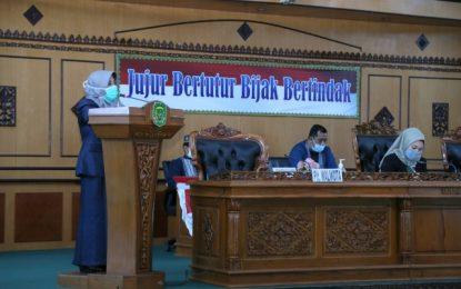 Ketua DPRD Tanjungpinang Hj Yuniarni Pimpin Rapat Paripurna Terkait Jawaban Wali Kota Terhadap Pandangan Umum Fraksi