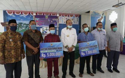 Bupati Hamid, Kembali Bagikan Sembako di Kecamatan Pulau Laut