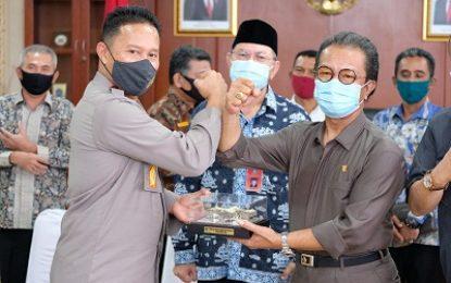 Ketua DPRD Kepri Jumaga Nadeak Silaturahmi Kepada Kapolda Kepri Irjen Pol Dr. Aris Budiman